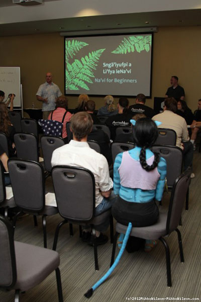 Karyu Pawl teaches the Na'vi For Beginners language class at AvatarMeet 2012